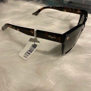Tortoise detail Ferragamo Sunglasses